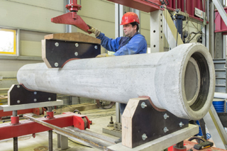 Determination of longitudinal flexural strength on DN300 pipes