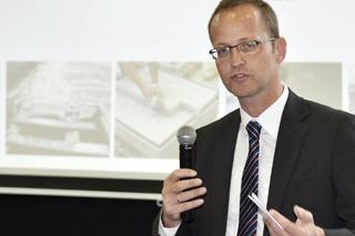 Bert Bosseler during a presentation