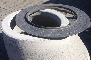 Adapter ring on manhole cone