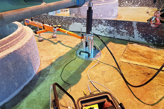 test rig for load plate compression test on flowable backfill
